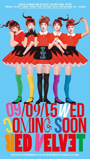다섯 명의 똑같은 소녀들. 다리가 6개인 점은 절름발이 같은 기괴한 느낌이다.