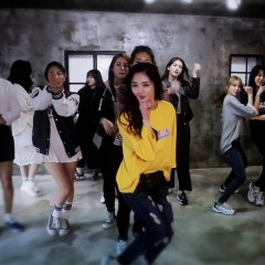 K-EDM의 이중나선, 'Pick Me'와 'Crush'