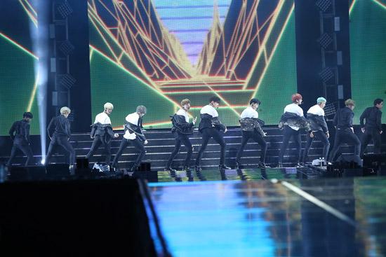방탄소년단, 화양연화 on Stage: Epilogue